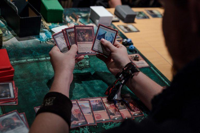 Découvrez le rôle qu'a joué Cartamundi dans le succès du jeu de cartes à collectionner Magic The Gathering