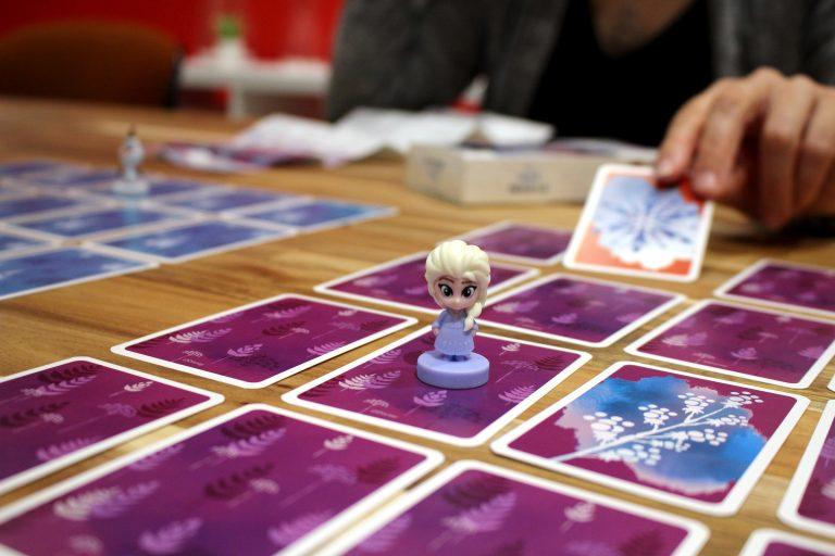 Jeu-de-cartes-shuffle-pour-enfants-la-Reine-des-Neiges