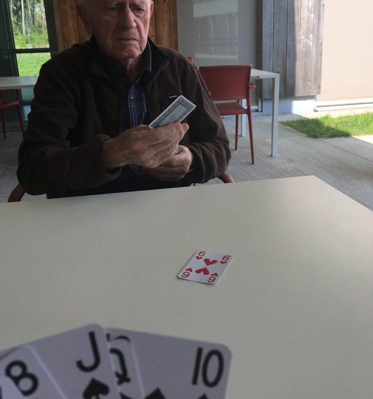 des jeux de cartes pour les résidents d'ehpad